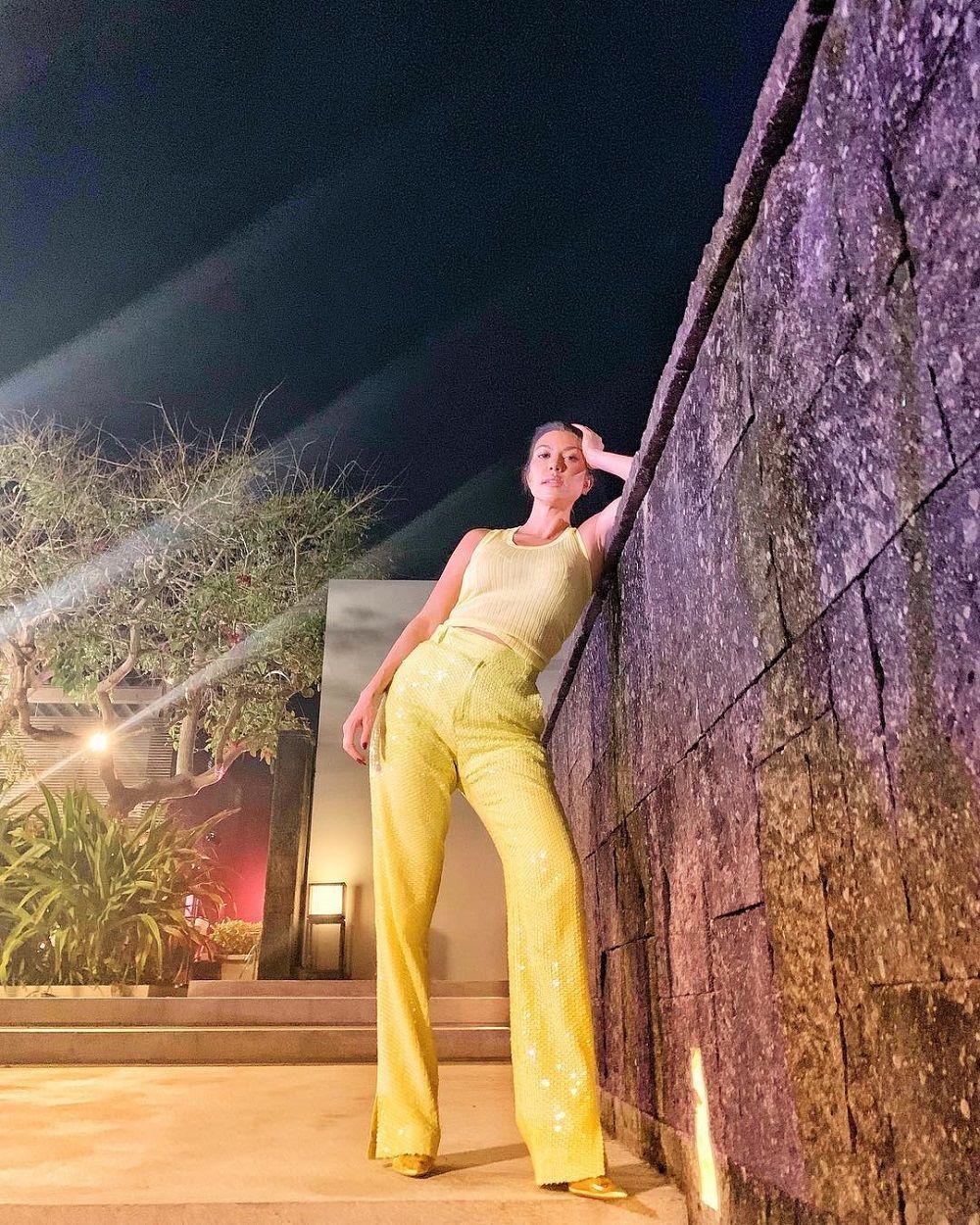 Berlibur ke Bali, Intip Kerennya OOTD Kourtney Kardashian