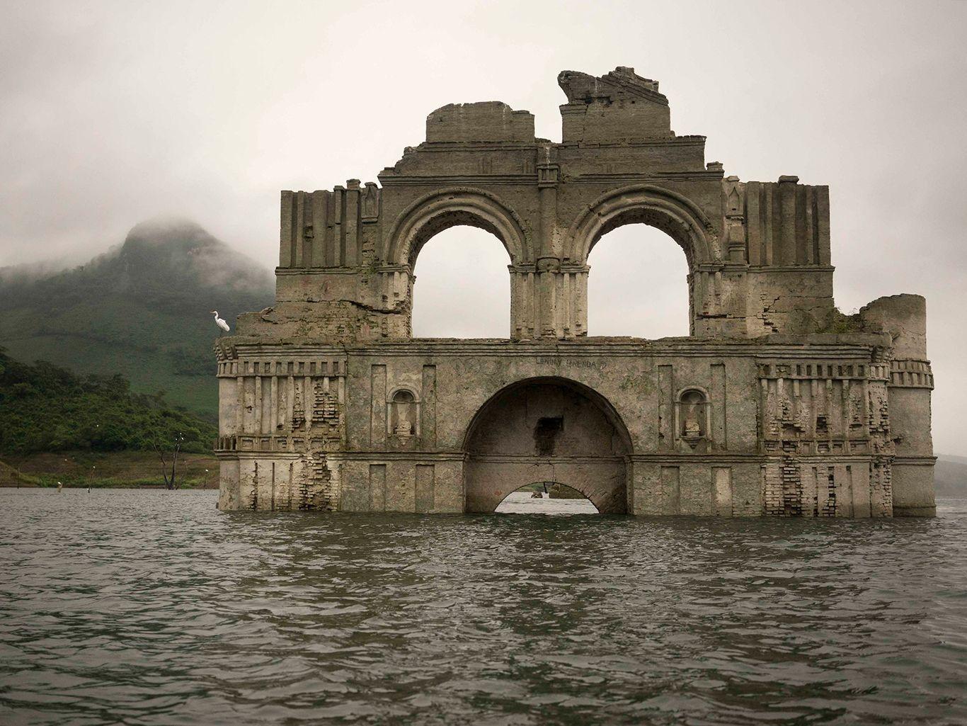 Sempat Tenggelam, 7 Tempat Menawan Ini Muncul Kembali ke Permukaan