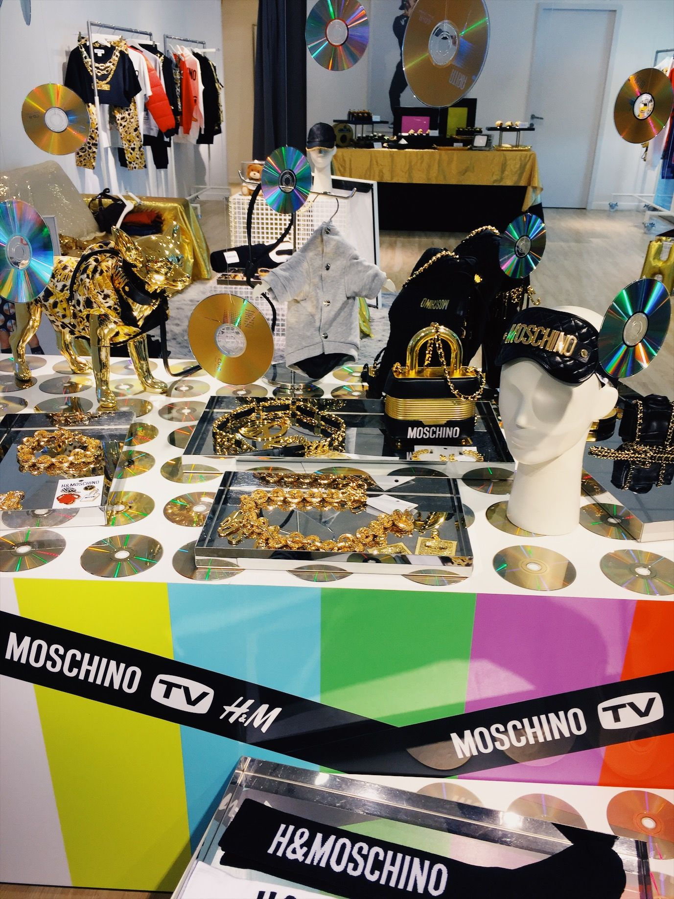 MOSCHINO [tv] H&M dan Koleksi '90an yang Party!