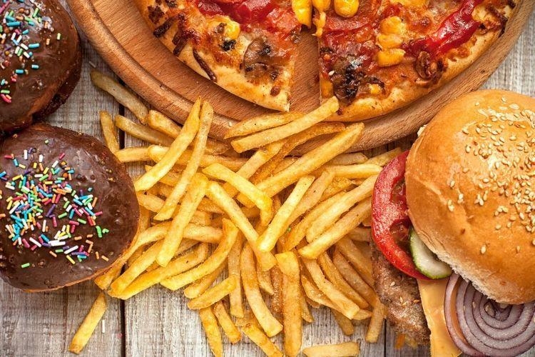 Nggak Nyangka, 6 Makanan Ini Bisa Bikin Tidur Jadi Nggak Nyenyak
