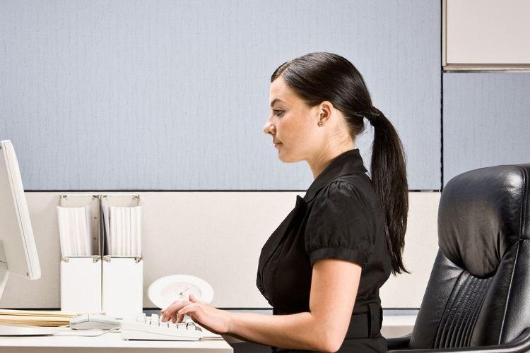 9 Hal yang Bisa Kamu Lakukan untuk Mengusir Rasa Kantuk di Kantor