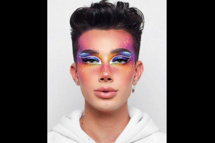 7 Gaya Makeup Unik a la James Charles, Intip Yuk!