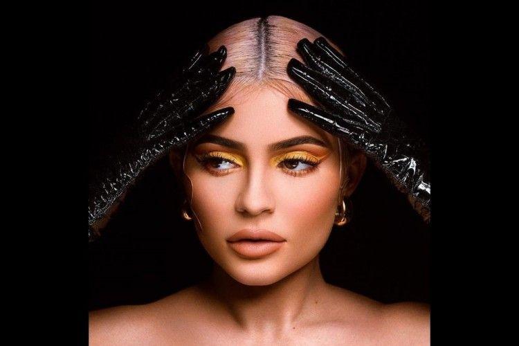 Katanya Kylie Jenner Segera Luncurkan Lini Skincare, Benar Nggak Ya?