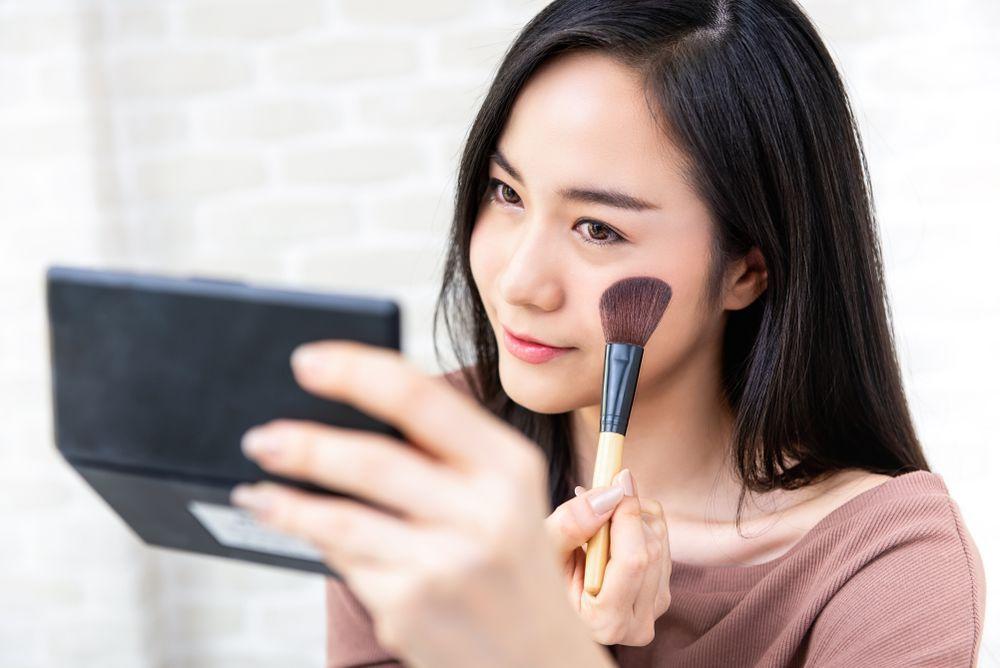 5 Tips Makeup Simple yang Bisa Dicoba Saat Buru-Buru, Cuma 2 Menit!