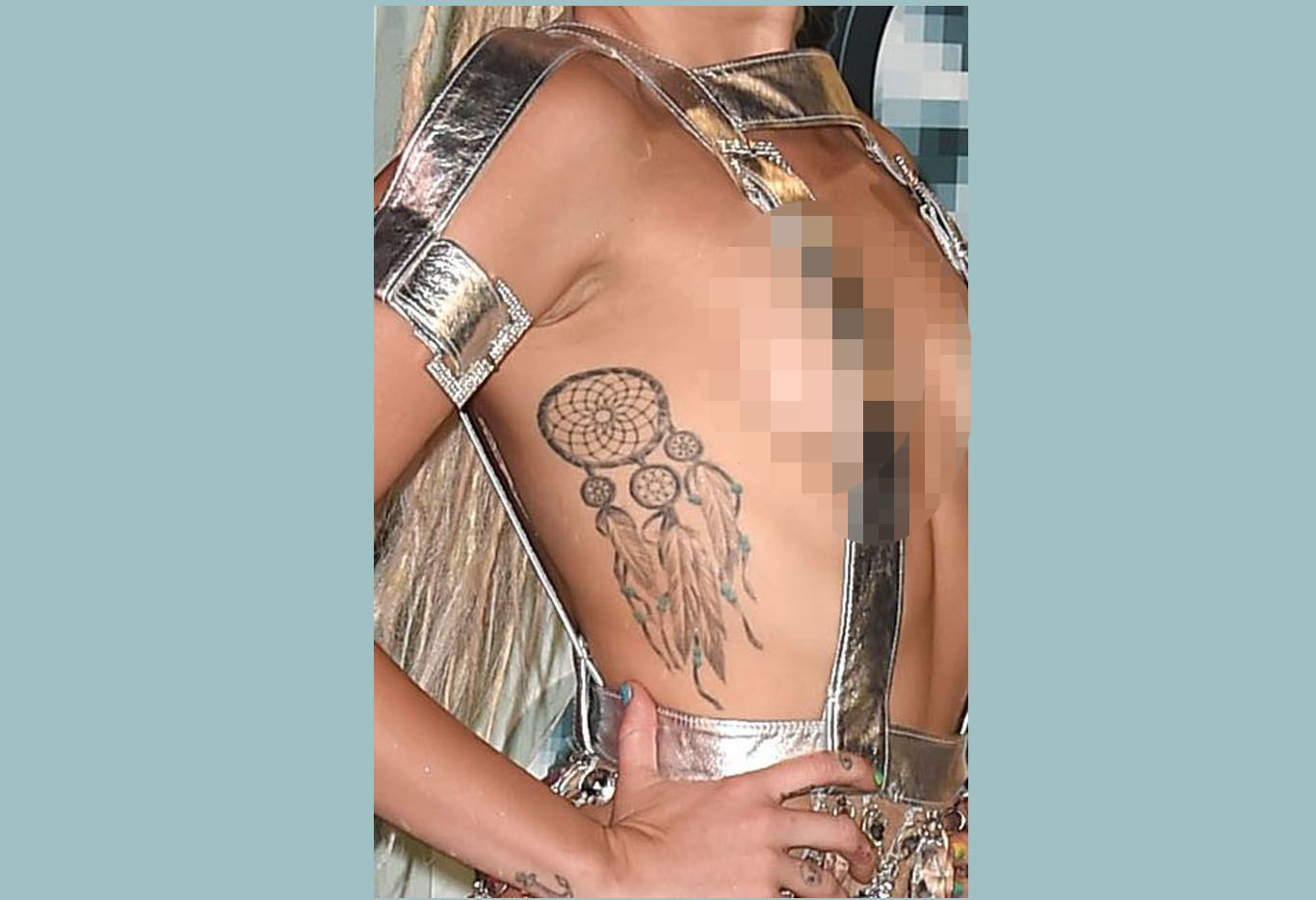 Punya Banyak Tato, Ini Makna Lukisan yang Ada di Tubuh Miley Cyrus
