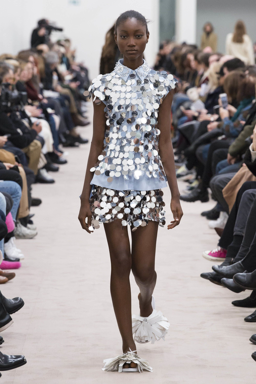 Motif Zebra, Dress Kulit, dan 3 Trend Lainnya yang Wajib Kamu Coba!