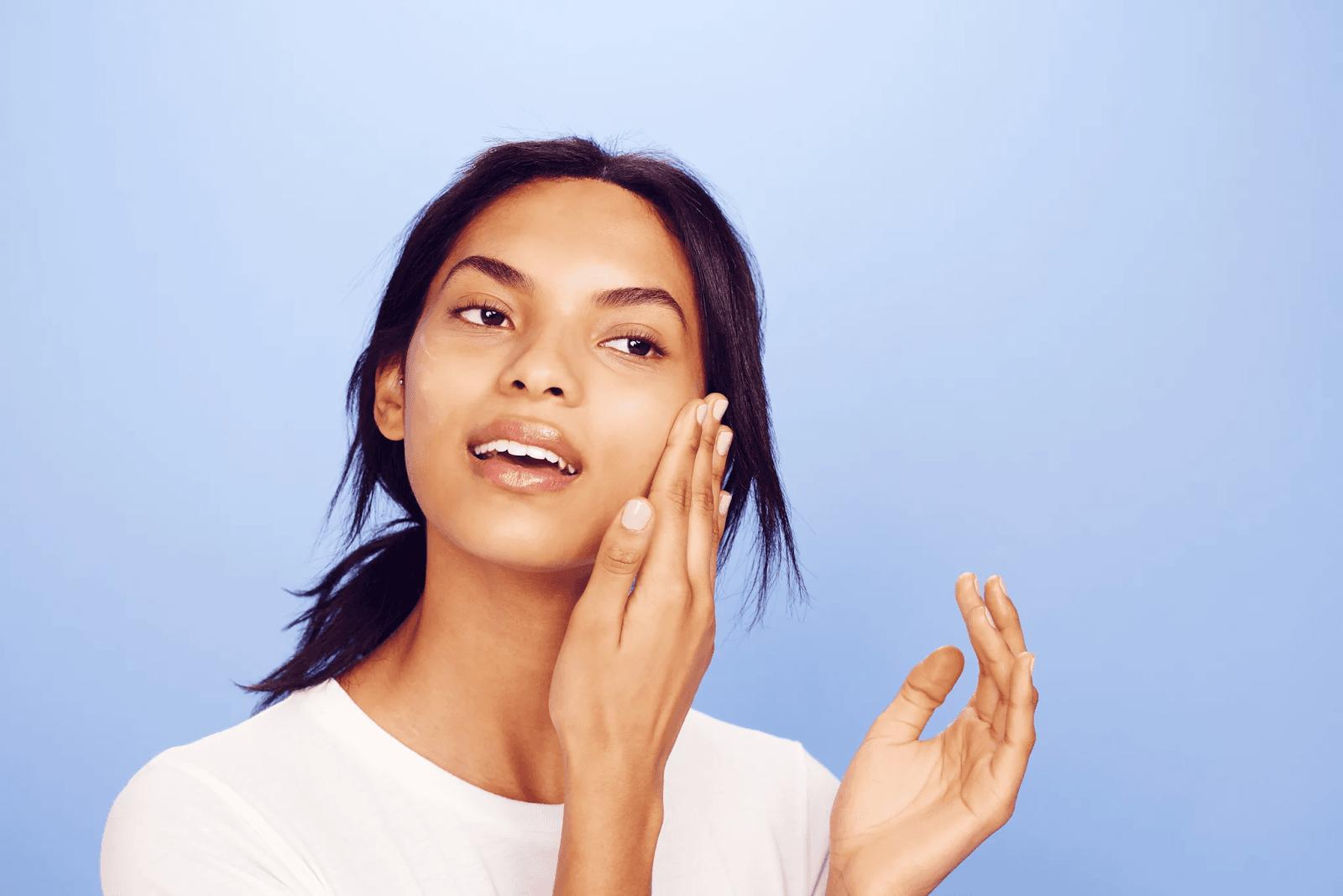 Jangan Malu Punya Kulit Sawo Matang, Siasati dengan 5 Item Makeup Ini