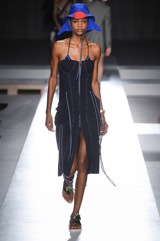 Trend Pakai Baju Renang untuk Look Sehari-hari, Berani Coba?!
