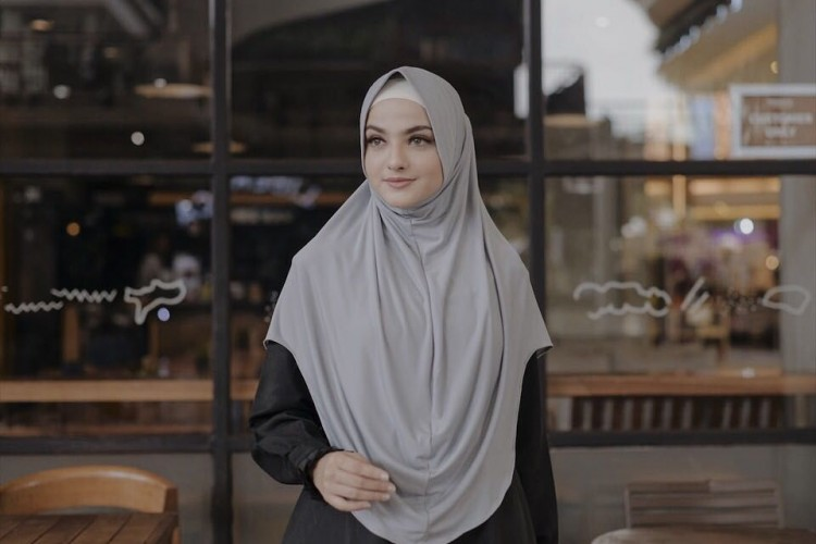 Praktis Dikenakan, Hijab Instan Ini Populer di Kalangan Selebgram