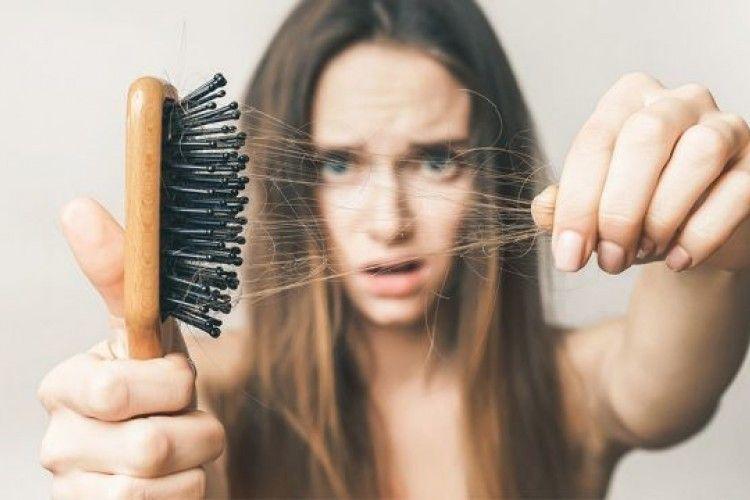 Ternyata Ini Penyebab Rambut Rontok Tak Kunjung Hilang