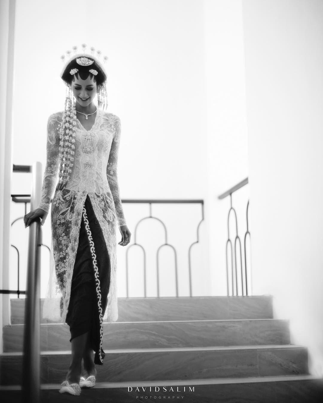 Gaun hingga Kebaya Modern, Intip Tampilan Memukau Paula Verhoeven