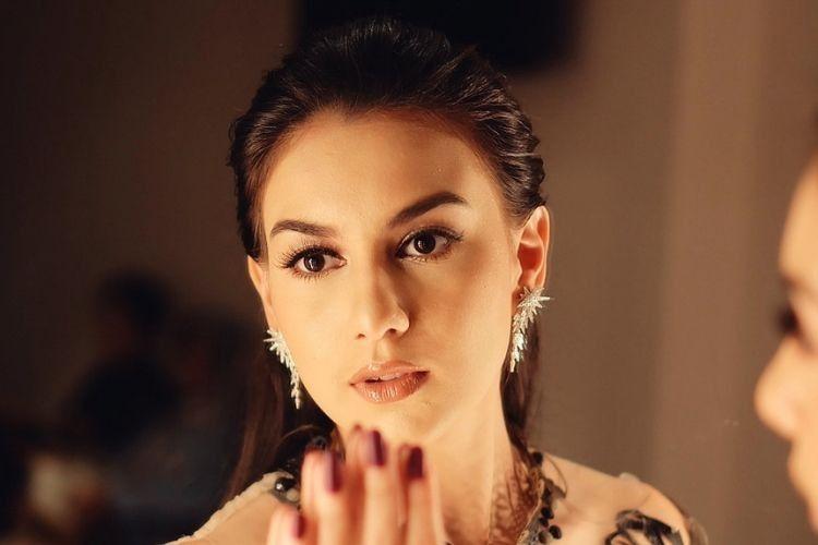 7 Gaya Makeup dan Rambut Irish Bella yang Jadi Favorit Popbela