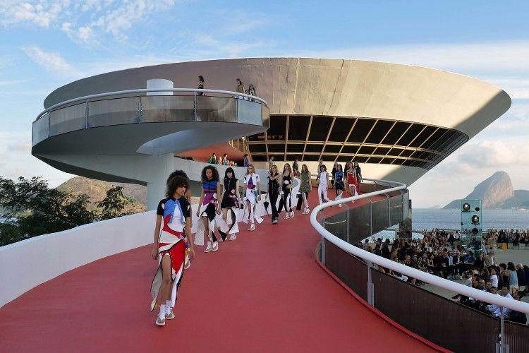 Fashion Show Louis Vuitton Cruise akan Hadir di New York