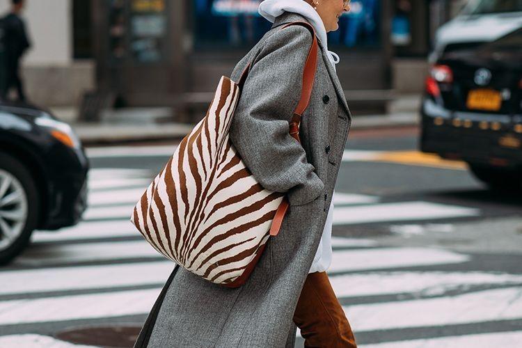 #PopbelaOOTD: Tote Bag Statement untuk yang Anti-Ribet
