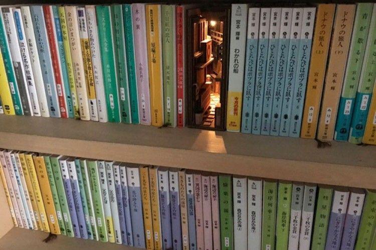 Desain Penahan Buku Gang Sempit di Tokyo Ini Bikin Rak Buku Jadi Keren