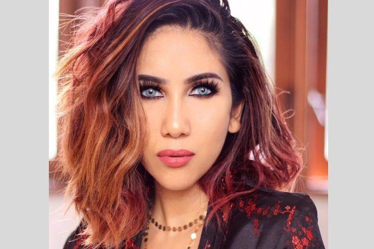 7 Potret Suhay Salim dengan Gaya Makeup yang Mencuri Perhatian