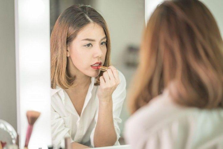 Bela, Warna Bibir Kamu Juga Harus Matching dengan Style Kamu Loh