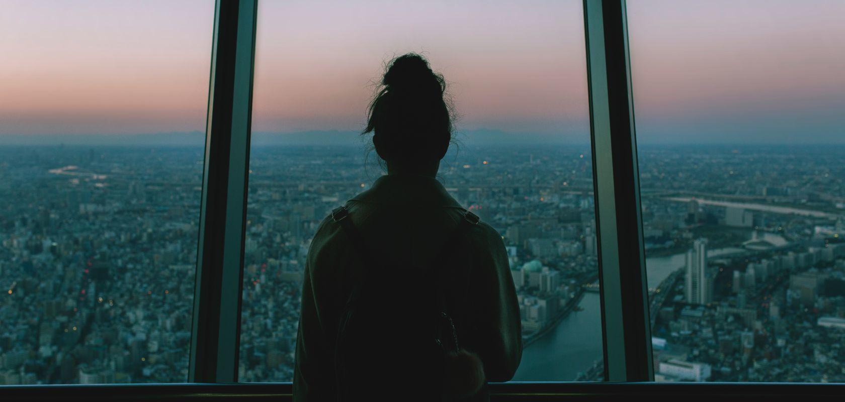 5 Alasan Tetap Kesepian Walaupun Punya Banyak Teman