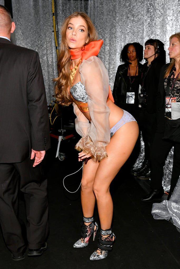Momen Seksi Para Bidadari Victoria's Secret saat Di Backstage, No Jaim