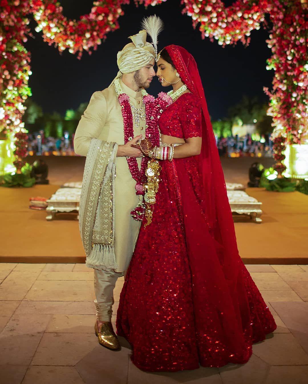 Mengintip Cantiknya Detail Pada 3 Gaun Pernikahan Priyanka Chopra