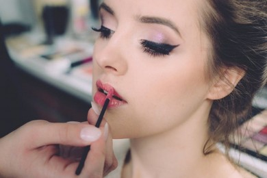 Bukan Sekedar Ingin Cantik, Ini Alasan Perempuan Suka Makeup