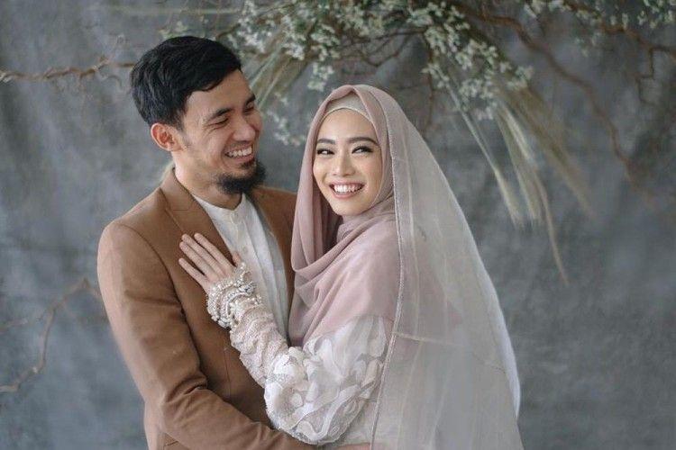 6 Fakta Menarik dari Pernikahan Lindswell Kwok dan Achmad Hulaefi