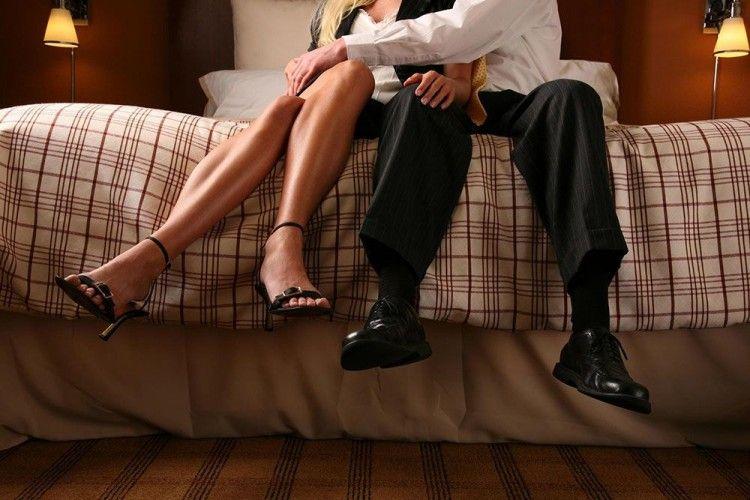 5 Trik Mencegah Pelakor dalam Hubungan Kamu, Dijamin Pasti Ampuh!