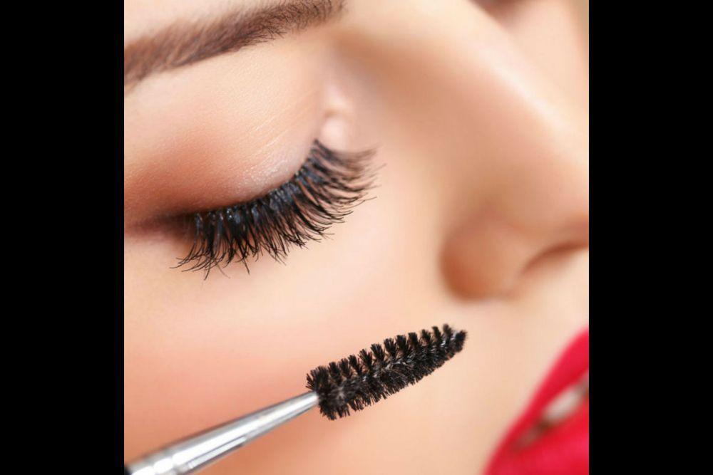 Nggak Selamanya Aman, Ini Bahaya Mencoba Tester Makeup