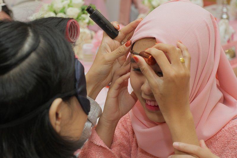 Cara Menghapus Makeup Tebal Biar Nggak Jerawatan