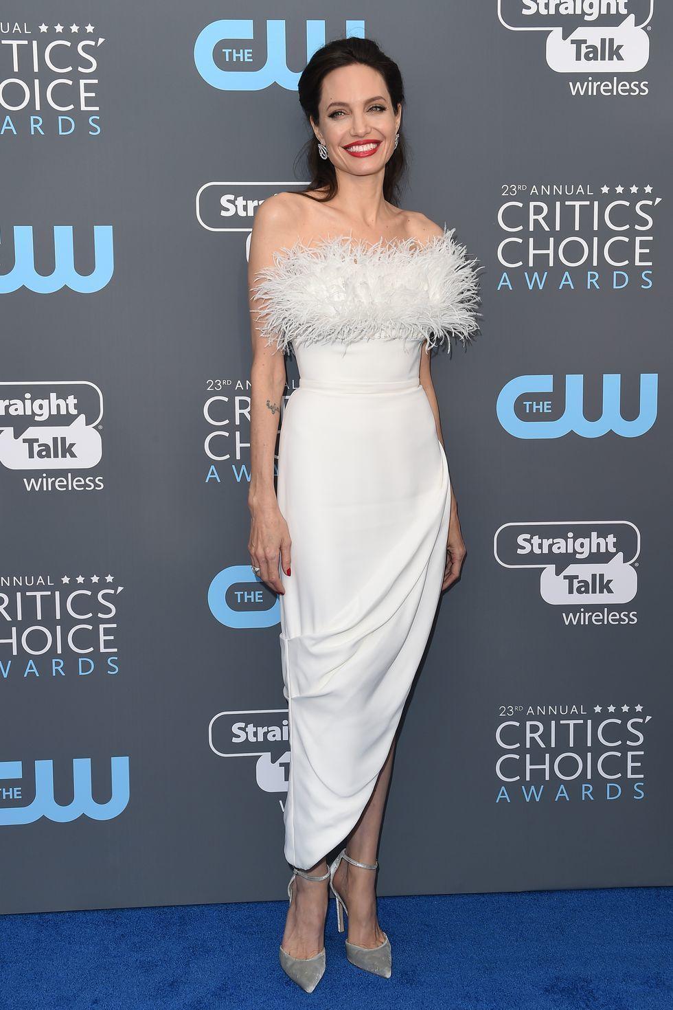5 White Dress Terbaik di Tahun 2019
