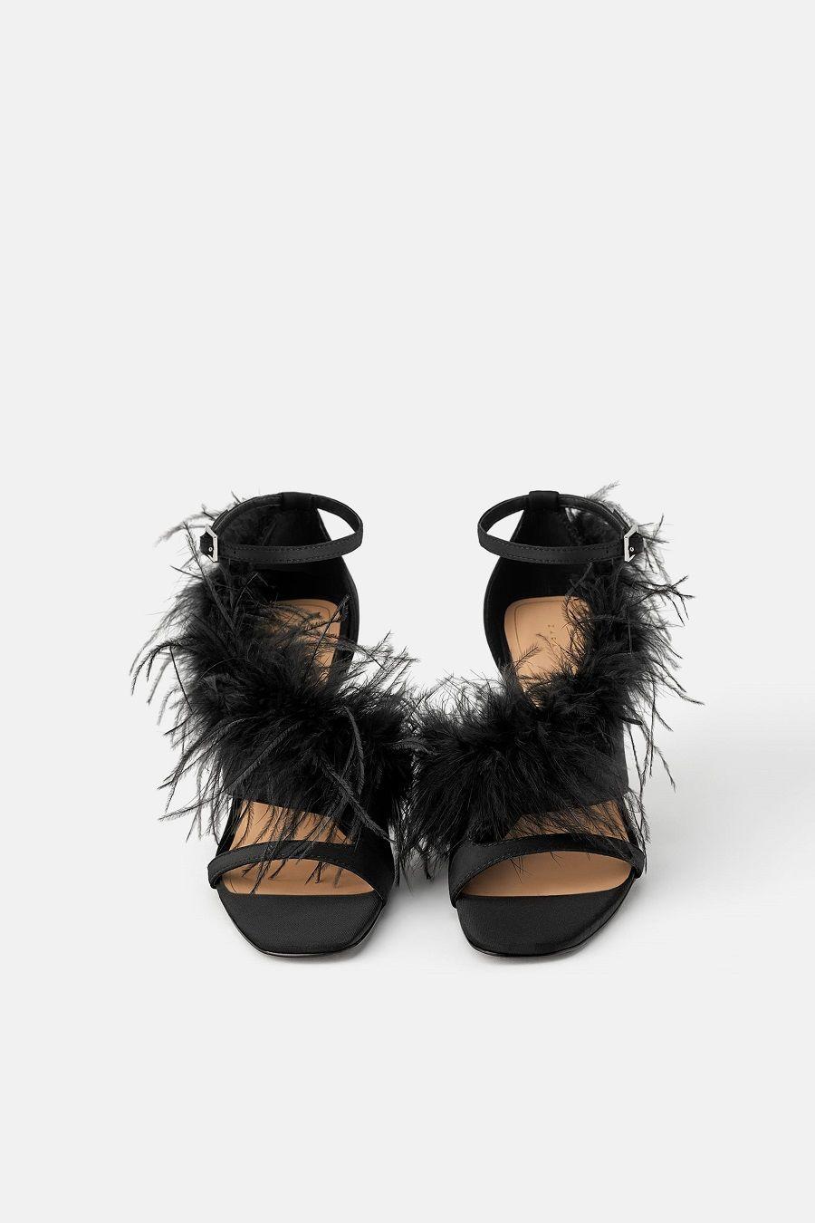 9 Sepatu yang Bikin Kamu Kelihatan Elegan saat Hadiri Pesta Natal