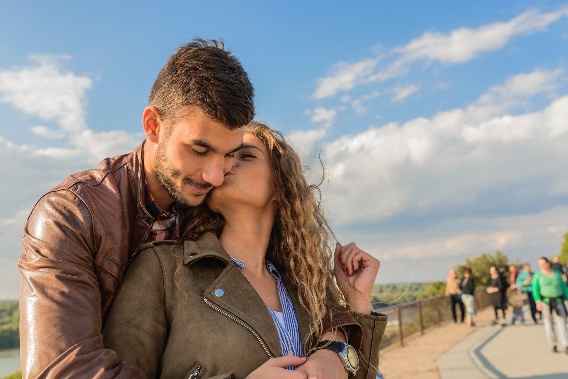 Jatuh Cinta pada Pandangan Pertama, Ini Ramalan Cinta Libra Tahun 2019