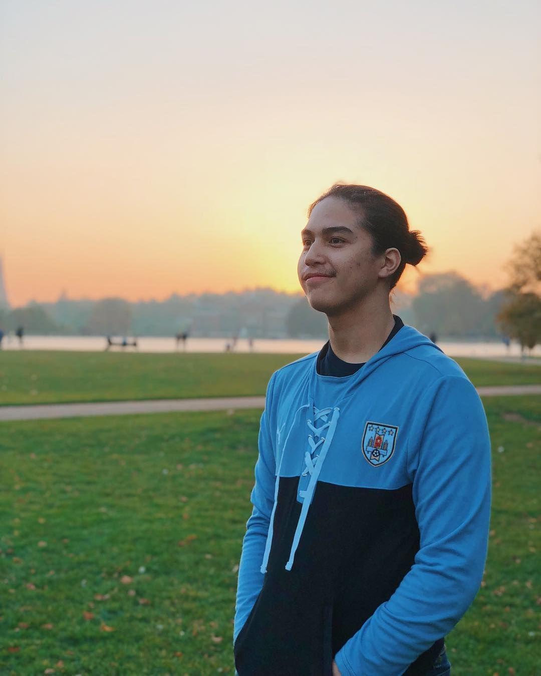9 Kualitas El Rumi yang Membuat Dirinya Cocok Jadi Pria Idaman