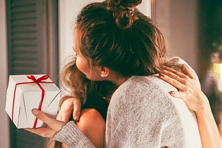 Ingin Membuat Kejutan Spesial untuk Ibu? Ini 10 Inspirasi Hadiahnya