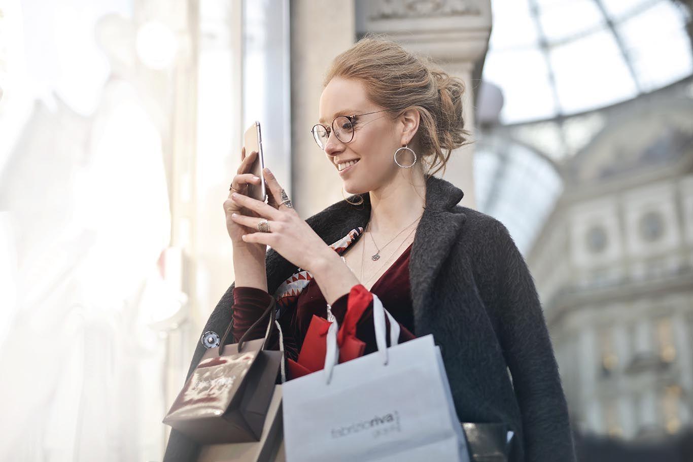 Cerdas hingga Cekatan, Cara Memegang Handphone Ungkap Kepribadianmu