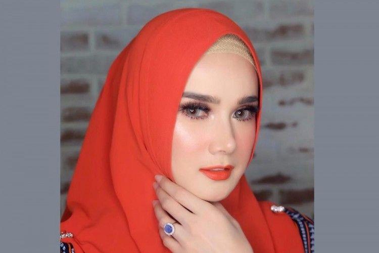 5 Artis Indonesia yang Memilih Menikah Siri
