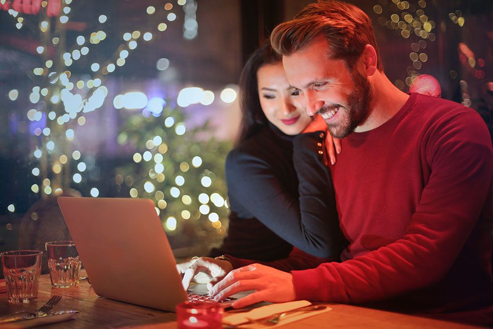 8 Cara Sederhana Ingatkan Pasangan Kalau Kamu Selalu Menyayanginya