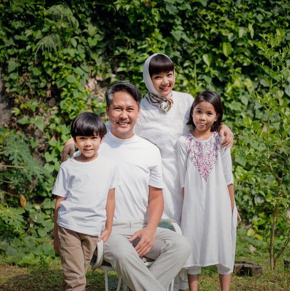 13 Bukti Keharmonisan Rumah Tangga Nirina Zubir dan Ernest Syarif
