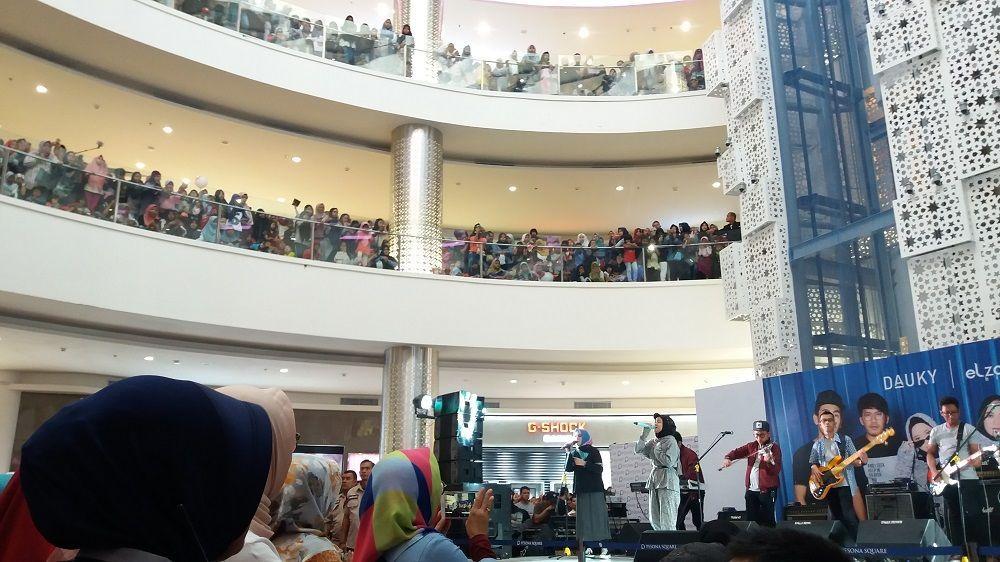 Bikin Merinding, Nissa Sabyan Bikin Warga Depok Penuhi Mall Ini