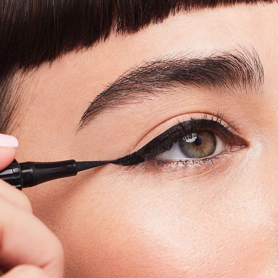 Dijamin Nggak Bikin Berantakan, Eyeliner Terbaru Ini Patut Kamu Coba!