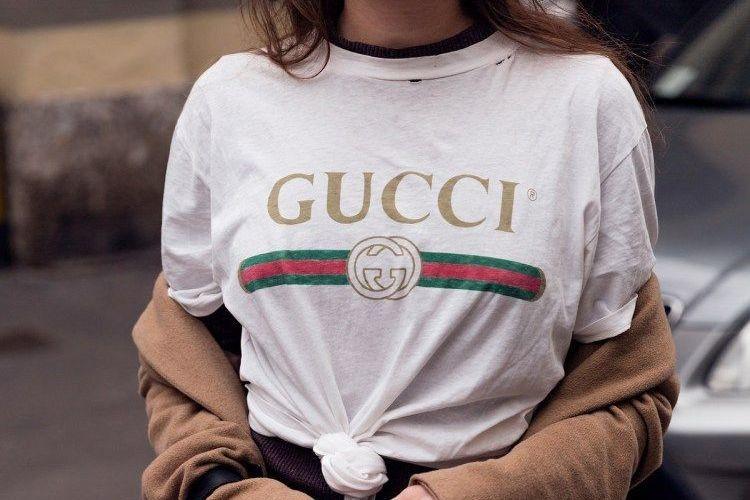 #PopbelaOOTD: Trend T-shirt Desainer yang Statement!