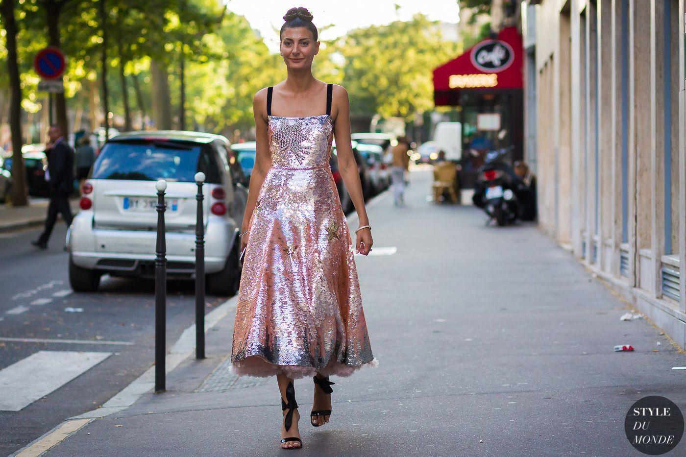 Trik Kenakan Busana Warna Rose Gold untuk Dipakai ke Acara Formal