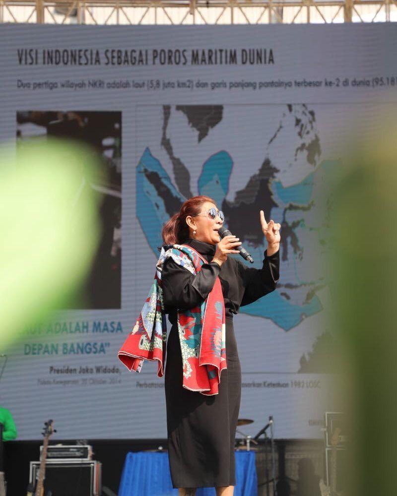 5 GayaSusi Pudjiastuti yang Nggak Kalah sama Anak Millennial