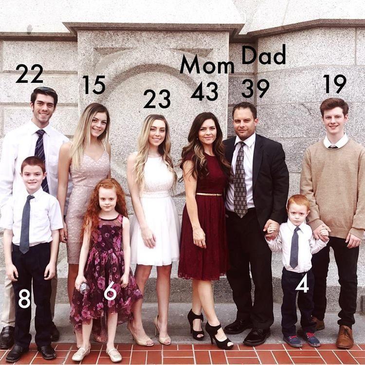 Selalu Kompak, Keluarga dengan 7 Anak Ini Jadi Idola di Media Sosial