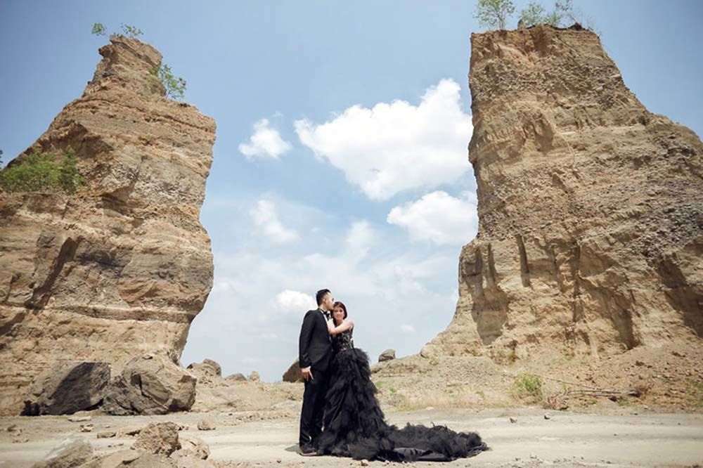 7 Inspirasi Foto Pre-Wedding Outdoor Murah dan Unik