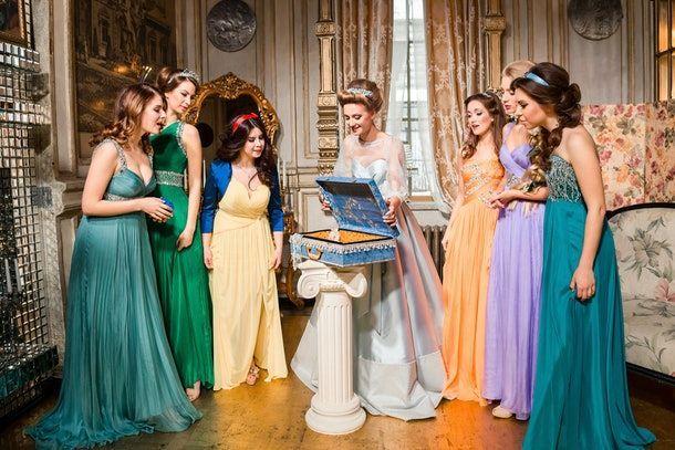 7 Foto Pernikahan yang Terinspirasi dari Disney, Gemas Maksimal!
