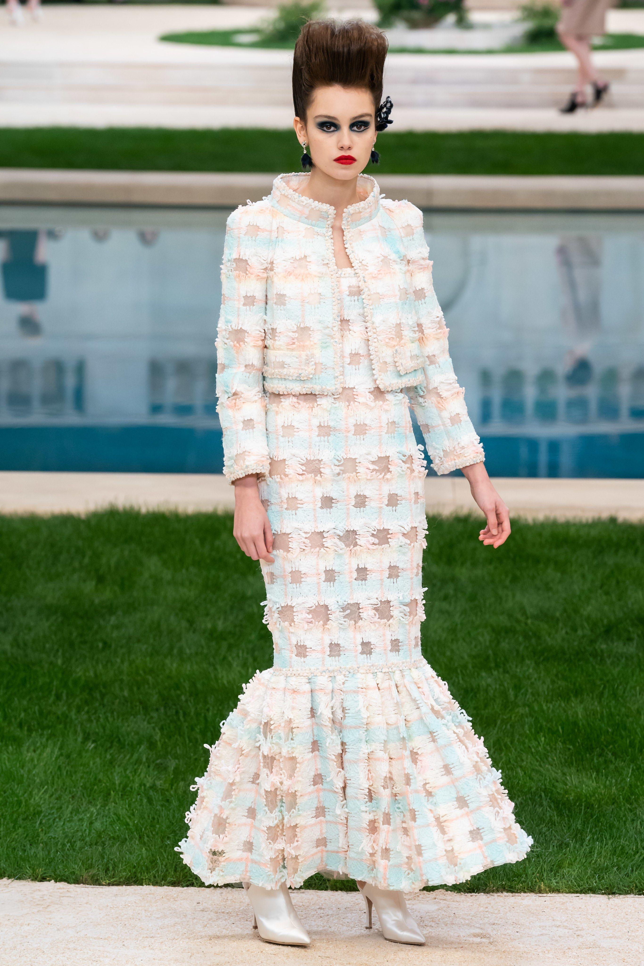 Chanel Pamerkan Busana Mewah A la Abad 18 Pada Koleksi Haute Couture