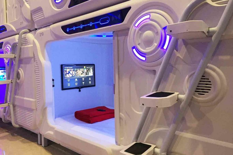 Hotel Kapsul Futuristik dengan Lokasi Super Strategis