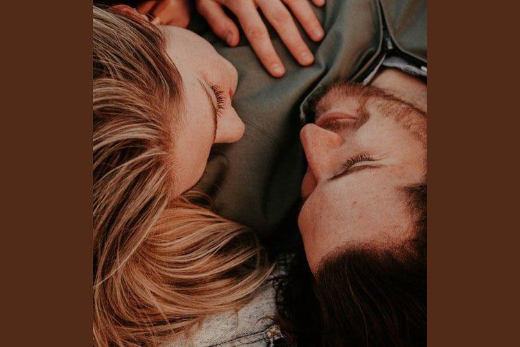 Seksi! Ungkap 9 Manfaat Tidur Telanjang dengan Pasangan