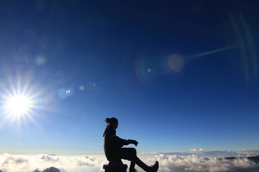 Menilik Hobi Adinda Thomas yang Gemar Mendaki Gunung